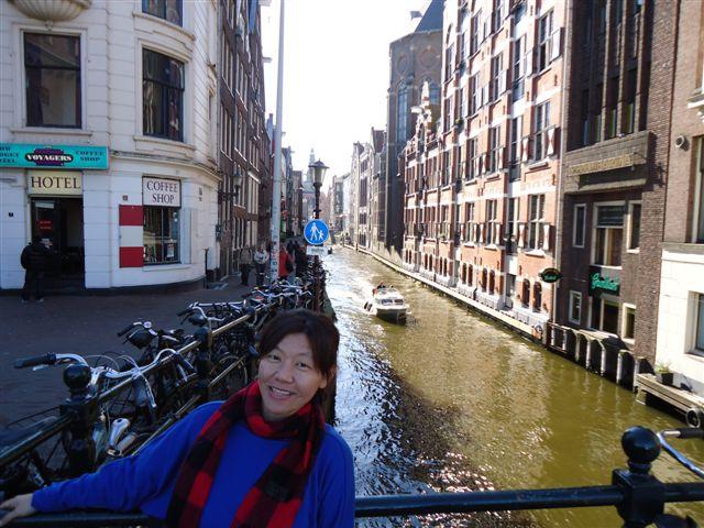 在運河旁用了我在阿姆斯特丹的第一頓午餐