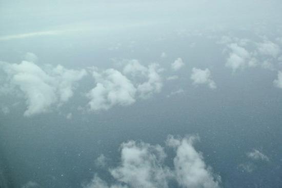 穿越云端。
