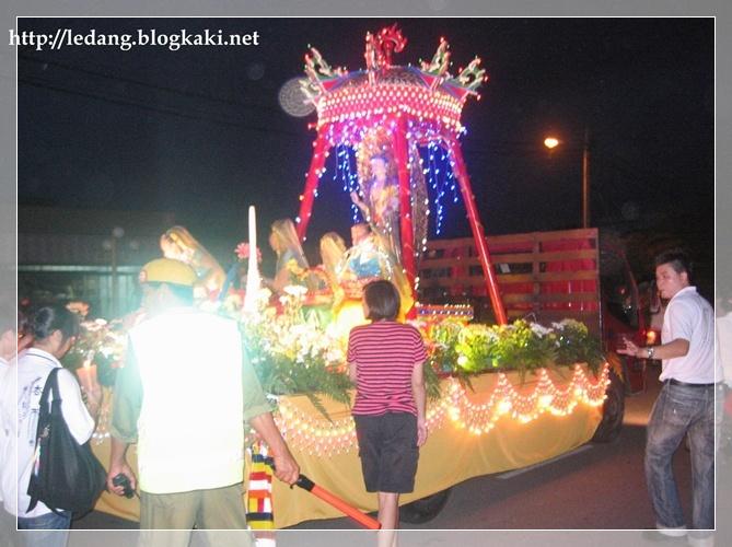 馬來西亞柔佛州禮讓縣東甲法雲佛教工作坊今日(2010年5月29日)慶祝衛塞節花車游行盛會。