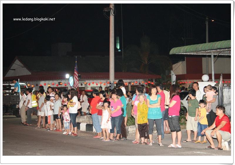 馬來西亞柔佛州禮讓縣東甲大老爺聖靈宮,游神大典熱鬧喧天。