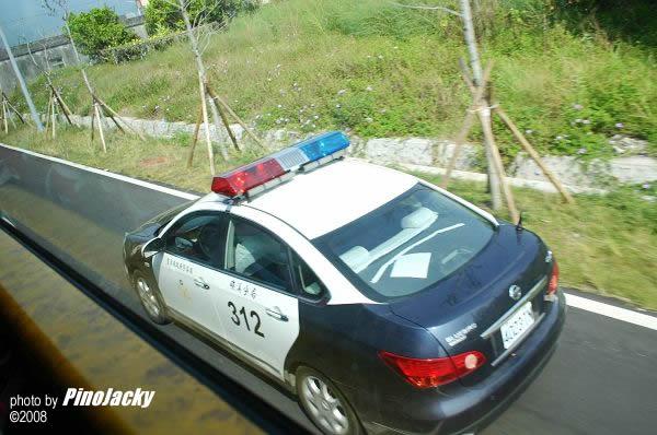 臺灣警察駕的都是馬來西亞高級豪華車子出巡哦!