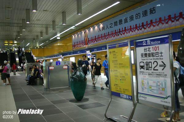 又回電車站。