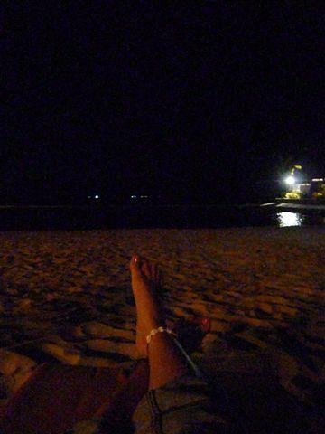 临走前再回去Shangri-la,坐在人家的私人海滩,吹海风,看夜空,消磨时间。