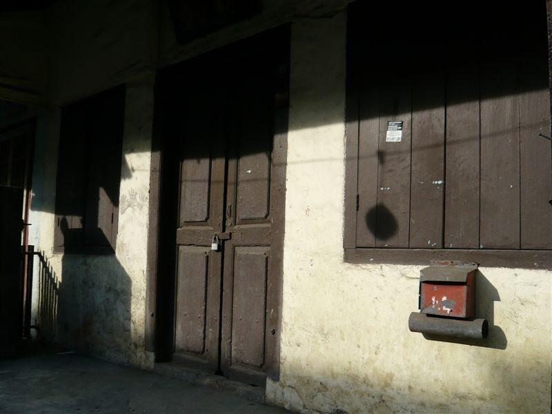 黄昏的鸡场街店屋。