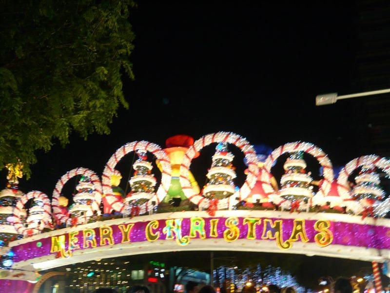 糖果家族的拱门,正面拍蒙了,只有屁股比较清楚。==
