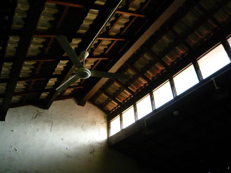被空置的阁楼。
