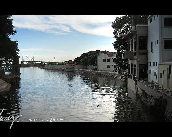 馬六甲河畔。